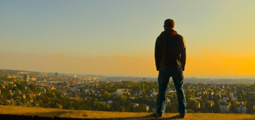 Sein Schatten ruht über der Stadt